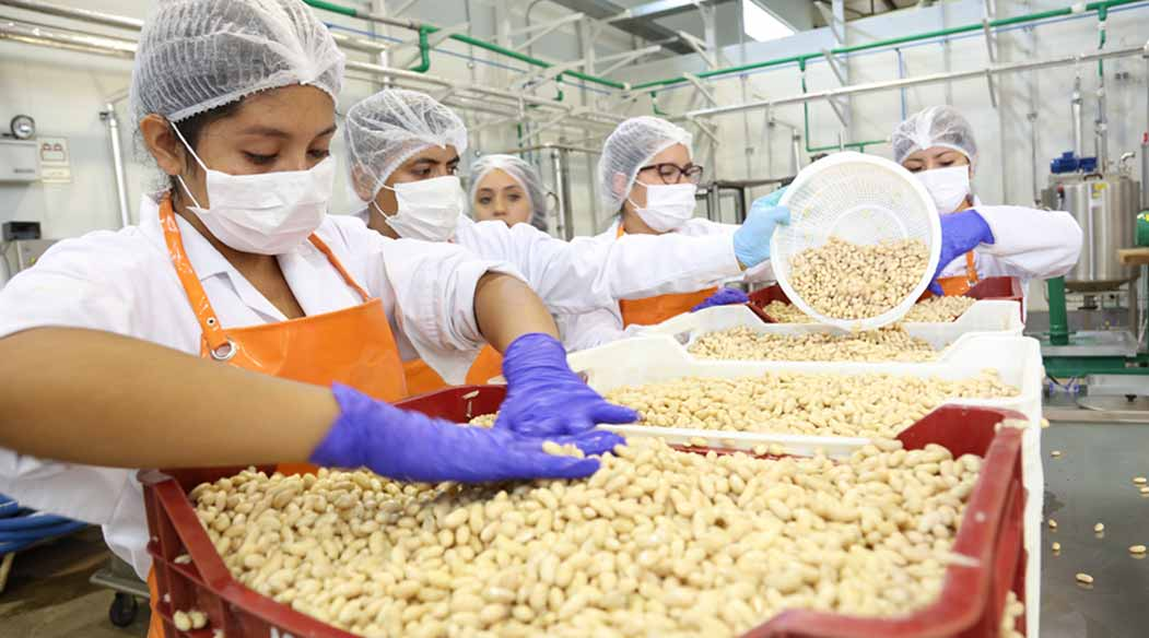 uisl-dona-alimentos-para-damnificados-de-huaicos