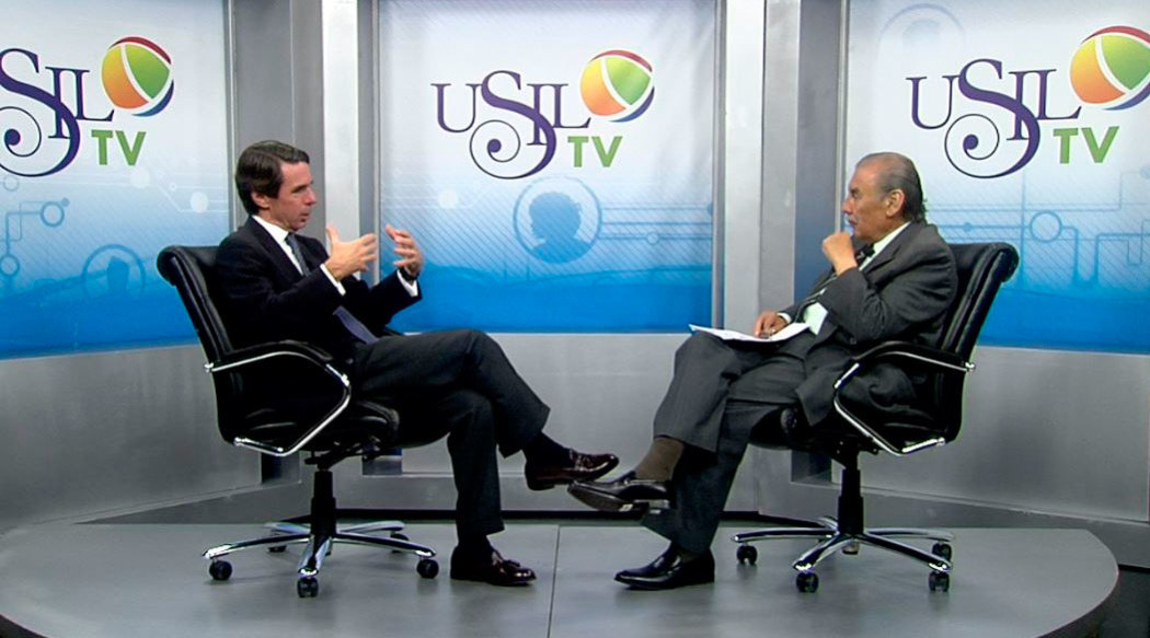 http://www.rauldiezcansecoterry.com/wp-content/uploads/2014/12/entrevista-raul-vargas-a-aznar-1050x583.jpg