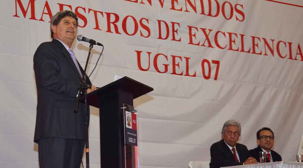 http://www.rauldiezcansecoterry.com/wp-content/uploads/2015/02/raul-diez-canseco-ugel-7-1050x583.jpg