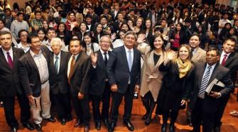 Raúl Diez Canseco dictó conferencia a escolares emprendedores en Arequipa