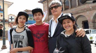 Raúl Diez Canseco visitó la Expoventa del Junior Achievement en Cusco