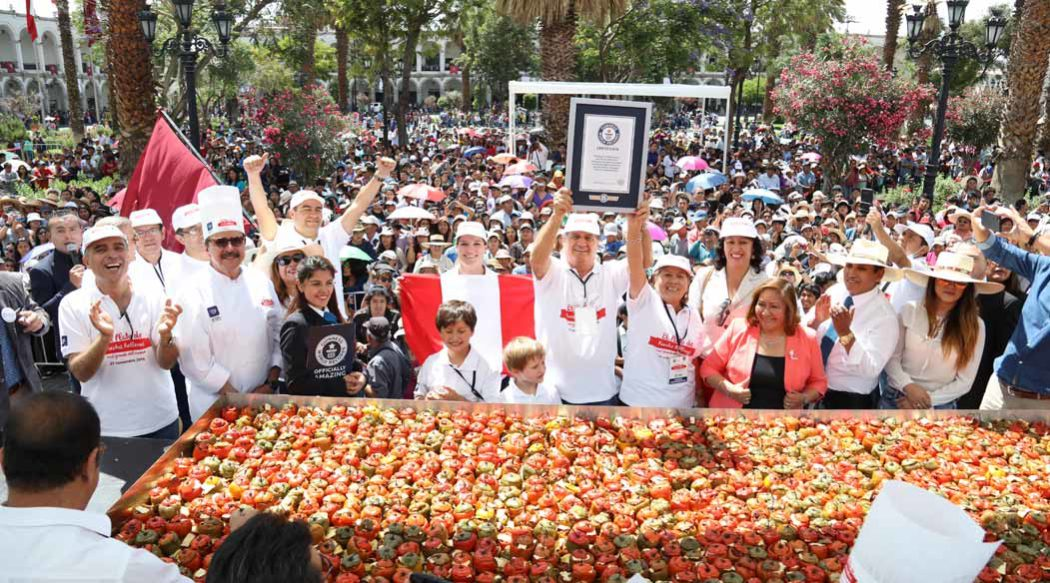 http://www.rauldiezcansecoterry.com/wp-content/uploads/2016/11/usio-logro-record-guinness-con-rocotos-rellenos-2-1050x583.jpg