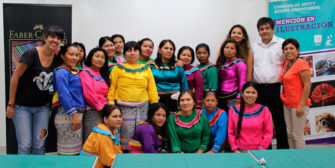 Voluntarios de USIL capacitan a madres artesanas de la comunidad shipiba de Cantagallo