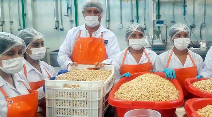 usil-dona-alimentos-para-damnificados-de-huaicos-1