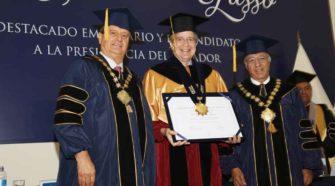 USIL otorgó distinción de doctor honoris causa al destacado empresario ecuatoriano Guillermo Lasso